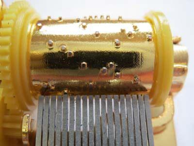 オルゴールのプレス式シリンダー画像