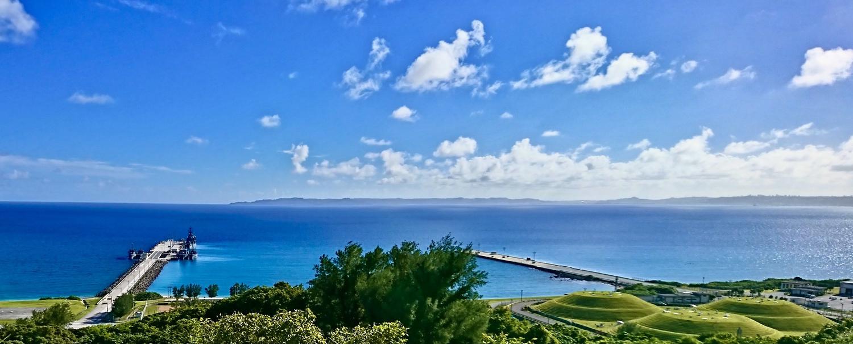 うるま市にある平敷屋公園より海を望む